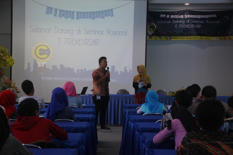 diskusi seminar nasional IT enterpreneurship