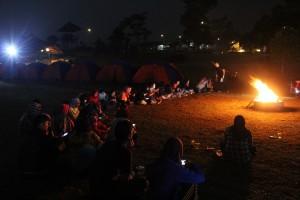 suasana api unggun Blogger Camp 2015