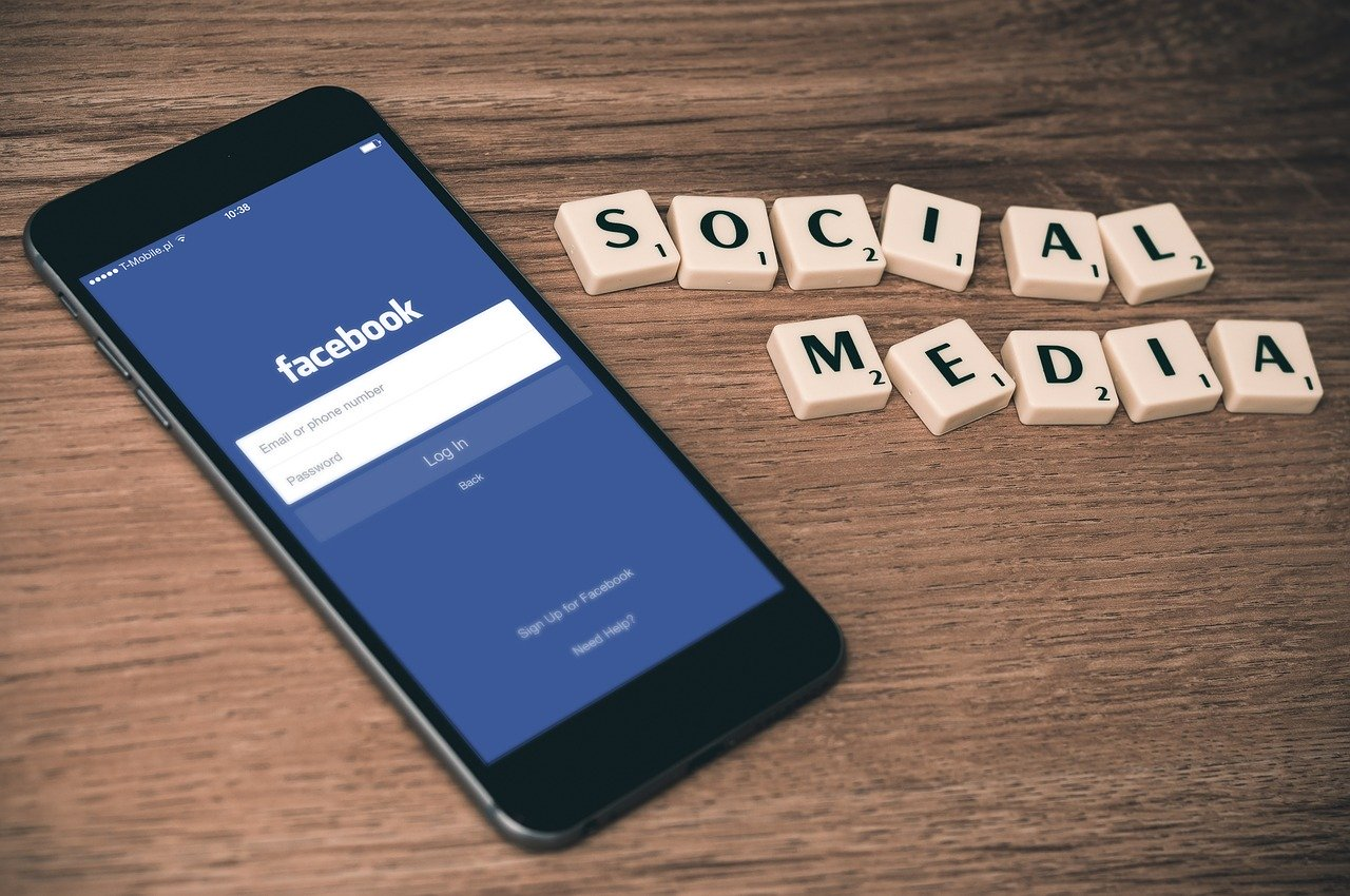 Algoritma Social Media